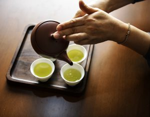 Зелёный чай при беременности: польза и вред, особенности употребления